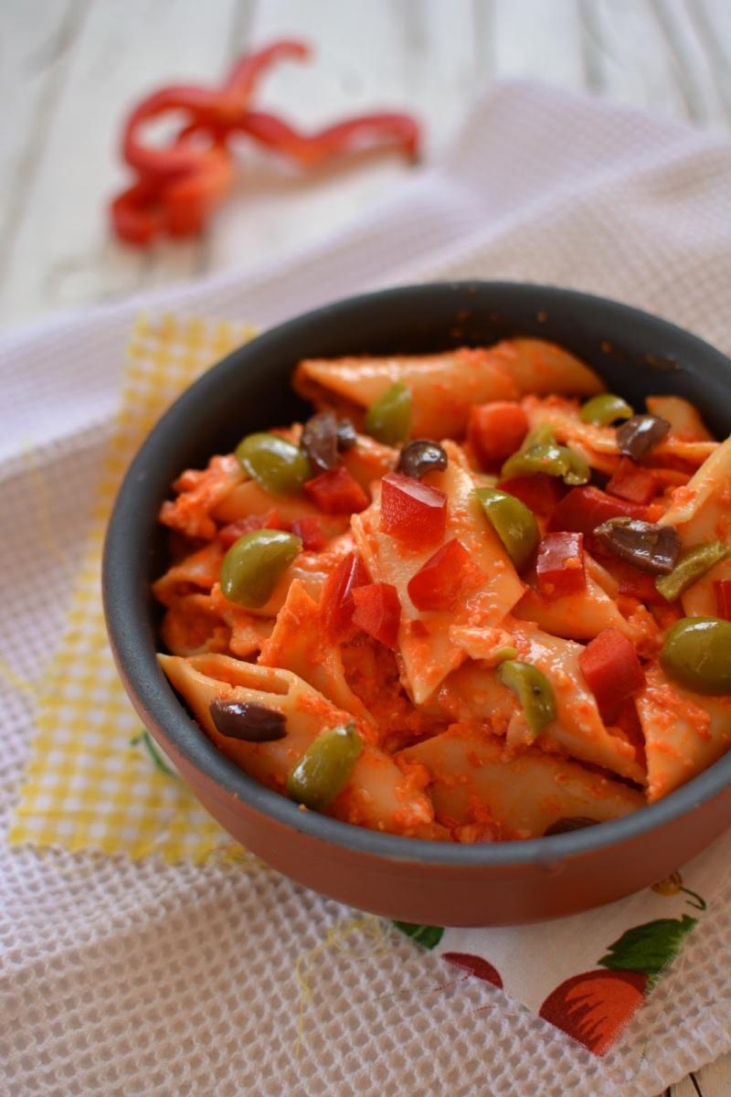 Pennoni alla crema di peperoni e pecorino romano il mondo delle olive da tavola - Tipi di olive da tavola ...